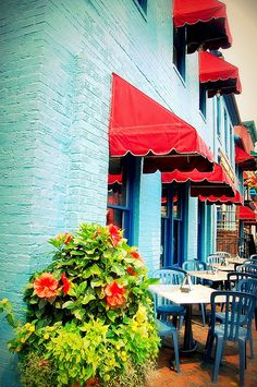 Found my paint scheme for our exterior...red for tbe shutters and porch, aqua for the door!