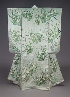Kimono (furisode) with narcissus, made in Japan in the 19th century (source).