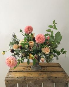 Another @rubyandthewolf_ inspired arrangement from our visit to @tallulahroseflowerschool last week.. Kinky dahlias rule