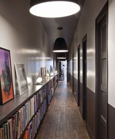 No hay prácticamente nada imposible en decoración. Como este pasillo que se ha adaptado a las necesidades del propietario de esta casa. http://www.originalhouse.info/