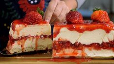 White Chocolate Strawberry Cheesecake -- Recipe with video instructions: Creamy white chocolate makes a classic strawberry dessert even more irresistible. Strawberry Desserts, Köstliche Desserts, Strawberry Cheesecake, Cheesecake Bars, Cheesecake Recipes, Dessert Recipes, Strawberry Jam, Chocolate Cheesecake, Strawberry Shortcake