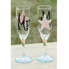 Mr. & Mrs. Beach Wedding Champagne Glasses / Beach Wedding Toasting Flutes for Bride and Groom / Personalized Starfish Champagne Flutes