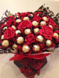 Chocolate Pack, Chocolate Gifts, Chocolate Flowers, Chocolate Bouquet, Flower Box Gift, Flower Boxes, Regalos Mujer Ideas, Luxury Hampers, Chocolate Hampers