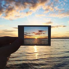 polaroid within a polaroid Bilder Photographer Uses Polaroids for 'Photo in a Photo' Project Film Photography, Creative Photography, Amazing Photography, Travel Photography, Photography Ideas, Photo Polaroid, Polaroid Pictures, Polaroid Camera, Cute Photos