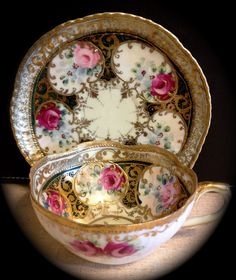 View 2 of the emerald 22k teacup.