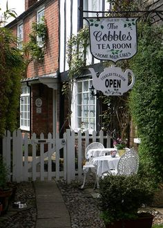 The Cobles Tea Room. Built in 1826. I wonder how they'd feel if I showed up in my Downton outfit....hmm
