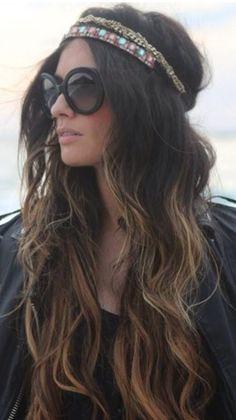 Hair accessoires. Wavy brown blonde hair. Hippy hairstyle. Summer hair trend.