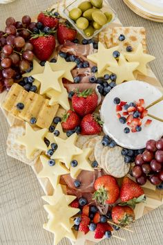 Star # - - Types of Cheese - Kase Charcuterie Recipes, Charcuterie Platter, Charcuterie And Cheese Board, Cheese Boards, Best Cheese Platter, Cheese Platters, Party Snacks, Appetizers For Party, Fruit Kabobs Kids
