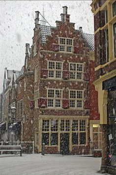 Delft, Holland ~ The painter Johannes Vermeer was born in Delft. Vermeer used Delft streets and home interiors as the subject or background of his paintings. Wonderful Places, Great Places, Places To Go, Beautiful Places, Delft, Monuments, Holland Netherlands, Red Light District, Ivy House