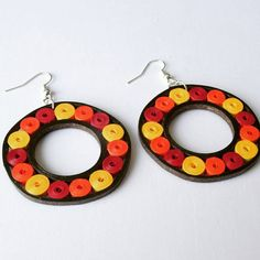 Big round shaped earrings made from quilling strips and especially made for parties. Approx dimensions : length including hook Very light weight as made from paper. Hand Jewelry, Paper Jewelry, Paper Beads, Diy Jewelry, Handmade Jewelry, Jewelry Making, Quilling Earrings, Quilling Jewelry, Paper Earrings