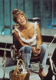 Un sac en osier anyone ? Aujourd'hui une wish-list bien particulière qui rend hommage au style de notre désormais Jane Birkin nationale. Une femme aux multiples facettes, aussi bien garçonne que vamp.