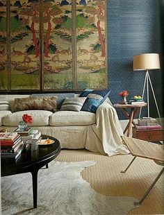 Hm... very nice slipcover. Looks like linen. Beautiful textures in general.