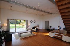 Een groot atelier verhinderde de verkoop van dit huis. De ruimte kreeg nu de functie als een tweede zitkamer, de kans op de verkoop of verhuur van de woning werd meteen groter.
