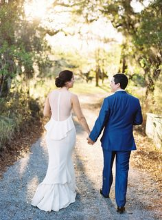 Photography : Graham Terhune Photography Read More on SMP: http://www.stylemepretty.com/2016/11/17/intimate-south-carolina-waterfront-wedding/