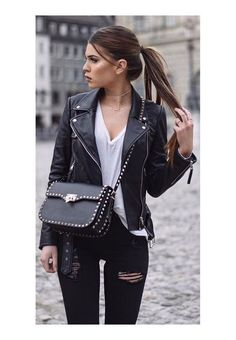 These posts will help you purchase the right fall wardrobe essentials and find inspiration to mix and match them to create a variety of stylish fall outfits. There are more than 30 fall outfits that you can copy or use as a launching pad. Look Fashion, Autumn Fashion, Fashion Outfits, Fashion Trends, Fashion 2017, Luxury Fashion, Casual Fall Outfits, Cool Outfits, Stylish Outfits