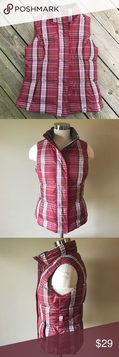 "Eddie Bauer Goose Down Plaid Vest Super lightweight but warm!  Burgundy Plaid. 2 front on-seam pockets that zip closed. Sides have snaps to adjust fit. Front zips and snaps closed. Labeled as a size S. Measures 19"" armpit to armpit and 23"" shoulder to hem. In excellent pre-loved condition!    ✅ Offers  ✅ Bundle discounts  ❌ Trades Eddie Bauer Jackets & Coats Vests"