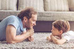 Para a especialista em Parentalidade Joana Laranjeiro, ouvir com atenção e interesse o que as crianças têm a dizer é valorizar o aprendizado delas.