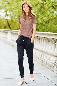 Black Joggers Outfit Gallery buy navy jersey joggers from the next uk online shop in 2019 Black Joggers Outfit. Here is Black Joggers Outfit Gallery for you. Black Joggers Outfit missguided black loopback cargo joggers in 2019 outfits. Drawstring Pants Outfit, Jogger Pants Outfit Dressy, Black Joggers Outfit, Fashion Joggers, Tomboy Fashion, Fashion Outfits, Mod Fashion, Fashion Women, Casual Work Outfits