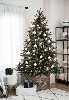 Incredibly Chic Modern Minimalist Christmas Trees If minimalist style is your thing, there are ways to make your holiday decorations reflect your sleek, modern decor. Try these Incredibly Chic Modern Minimalist Christmas Trees as inspiration (they're also Decoration Christmas, Christmas Tree Themes, Noel Christmas, Holiday Decorations, Decoration Crafts, Homemade Christmas, Christmas Tree In Basket, Country Christmas, Black Christmas