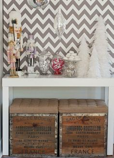 Deck the (Front) Hall: Holiday Decor for the Entryway -- I WILL make this work!