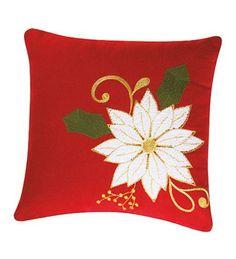 Cojines navideños decorados con fieltro Christmas Cushions, Christmas Pillow, Red Christmas, Christmas Time, Felt Christmas Decorations, Christmas Ornament Crafts, Holiday Crafts, Cushion Cover Designs, Felt Pillow