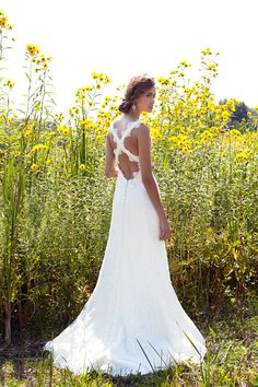 Bridal Guide - Wedding Gowns With Gorgeous Backs