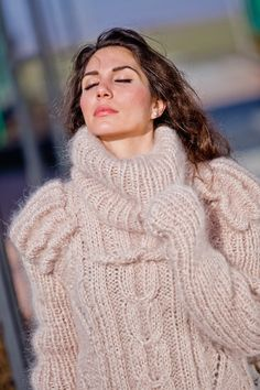 Thick Sweaters, Girls Sweaters, Wool Sweaters, Turtleneck Outfit, Sweater Outfits, Gros Pull Mohair, Red T, Maxi Robes, Mohair Sweater