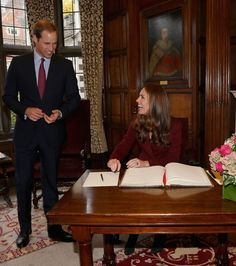 Prince William: Kate Middleton and Prince William were all smiles as she signed the guest book during a visit to Middle Temple in London. William Kate, Prince William And Catherine, Prinz Philip, Prinz William, Prince William Family, Kate Middleton Prince William, Lady Diana, Principe William Y Kate, Princesa Kate Middleton