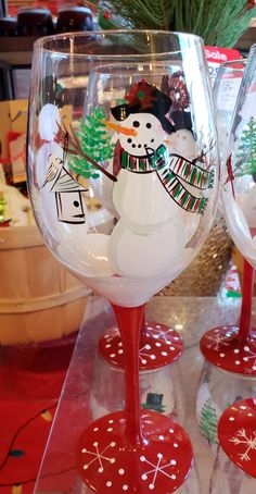 Wine Glass Crafts, Painted Wine Glasses, Christmas Projects, Seasonal Decor, Glass Art, Diy And Crafts, Cups, Hand Painted, Dishes