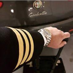 Photo🎞📸@lalesbl #instagramaviation #aviationlove #thy #turkishairlines #aviation #flight #qatar #ataturkairport #flightattendant #airlife… Commercial Pilot, Commercial Aircraft, Onur Air, Pilot Quotes, Aviation Quotes, Pilot Uniform, Airline Pilot, Navy Uniforms, Airplane Photography