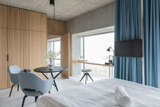 Newly built in Placid Hotel Zurich offers double rooms and suites on the 3 top floors of a business tower in Zürich Albisrieden-Altstetten. Adjustable Height Table, Hotels, Rooftop Patio, Comfy Sofa, Double Room, Zurich, Furniture, Home Decor, Obstacles