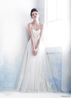 """Evoking the nonchalant charm of the bygone era, Annasul Y wedding gowns"