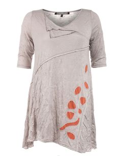 Longshirt in Knitter-Optik von Mellem in Beige / Rost.Longshirt in Knitter-Optik und andere hochwertige Designerartikel bei navabi.