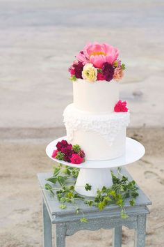 choosing the perfect wedding cake for a summer wedding (YUM). First things to think about for your cake is what type to choose. Think about the season when choosing your frosting, as well...
