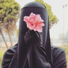 """143 Likes, 5 Comments - Nasara boutique 👑 islamicpage (@niqabinworld) on Instagram: """"Es Selamun Aleyküm uhtilerim sabahtan beri bir kaos yasadık sayfam bir linke tıklamam sonucu…"""""""