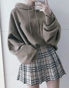 Oversize Hoodie & Karo Rock Outfit - Outfits - Source by hoodie outfit Rock Outfits, Cute Casual Outfits, Retro Outfits, Grunge Outfits, Cute Vintage Outfits, Pastel Goth Outfits, Ladies Outfits, Hipster Outfits, Girly Outfits