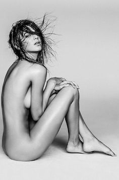 Kourtney Kardashian posts a nude photo of sister Kendall Jenner taken by photographer Russell James. See the picture as well as previous sexy (and controversial) photos of Kendall taken by Russell! Kendall Jenner, Kardashian Jenner, Kourtney Kardashian, Michelle Keegan, Behati Prinsloo, Russell James, Modelos Fashion, Shooting Photo, Alessandra Ambrosio