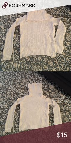 Cowl neck sweater Forever 21 Cowl neck sweater. Worn two or three times. Forever 21 Sweaters Cowl & Turtlenecks