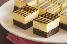 PHILLY Brownie Cheesecake Why compromise? PHILLY Brownie Cheesecake Why compromise? Have you (cheese)cake and eat a brownie tooin a single dessert. Philly Cream Cheese makes it delectably creamy and totally foolproof. Cheesecake Brownies, Cheesecake Recipes, Cheesecake Squares, Rainbow Cheesecake, Raspberry Cheesecake, Chocolate Cheesecake, Fun Desserts, Delicious Desserts, Dessert Recipes