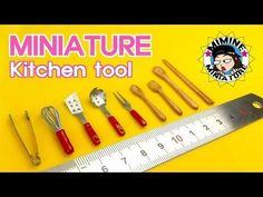 미니어쳐 그릇 만들기 (Up) Miniature plates tutorials Mini Kitchen, Miniature Kitchen, Miniature Food, Miniature Dolls, Kitchen Small, Dollhouse Miniature Tutorials, Miniature Crafts, Diy Dollhouse, Dollhouse Miniatures