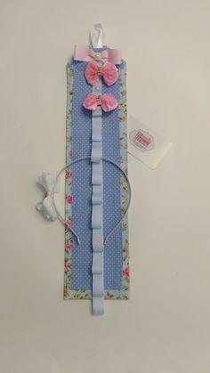Porta tiaras floral e poá azul bebê
