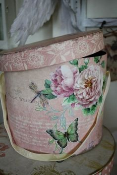 hat boxes with candy in for Candy Table Style Shabby Chic, Vintage Shabby Chic, Shabby Chic Decor, Shabby Boxes, Vintage Hat Boxes, Fabric Covered Boxes, Nesting Boxes, Pretty Box, Little Boxes