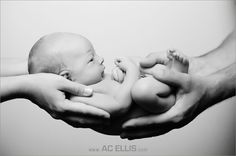 30 ways to photograph your newborn.