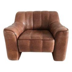 Relaxfauteuil (de zitting kan worden uitgeschoven, zie foto) Kwaliteits design fauteuil van het Zwitserse De Sede. Prachtig patina leer midden bruin/cognac Afmetingen: Lengte 86 cm, zithoogte 40 cm, zitdiepte 55 cm, en rughoogte 70 cm. In vintage staat Bezorging is mogelijk