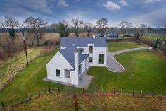 Contemporary Building, Modern Contemporary Homes, Farmhouse Renovation, Modern Farmhouse Exterior, Modern Barn House, Modern Houses, House Designs Ireland, Bungalow Porch