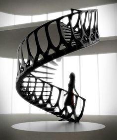 'Escalera vértebras', de Andrew McConnell; su barandal, hecho de acero en color negro, tiene la forma de la columna vertebral de la ballena.
