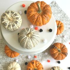 A fall DIY project -Tips for how to decorate pumpkins with markers. Fall craft project for all ages. Thanksgiving Activities For Kids, Halloween Activities For Kids, Craft Projects For Kids, Crafts For Kids To Make, Crafts For Teens, Art Projects, Marker Crafts, Sharpie Crafts, Teen Crafts