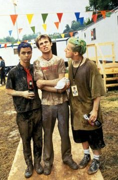 Billie Joe Armstrong, Mike Dirnt, and Tré Cool... AKA Green Day! Coolest people