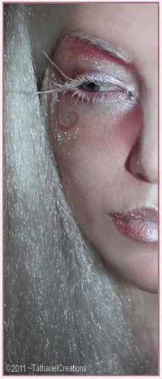 ice queen or frost sprite Movie Makeup, Fx Makeup, Pretty Halloween, Halloween Kostüm, Snow Queen, Ice Queen, Makeup Storage Display, James And Giant Peach, Keratin Complex