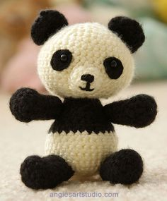 Panda Bear Amigurumi Crochet Pattern, from Angie's Art Studio. For some reason, I just really like amigurumi patterns. Crochet Panda, Crochet Gratis, Crochet Amigurumi, Crochet Bear, Cute Crochet, Amigurumi Patterns, Crochet Dolls, Knitting Patterns, Crochet Free Patterns